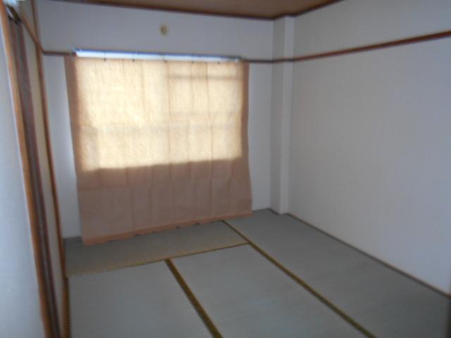 板倉ハイツ 305号室の居室