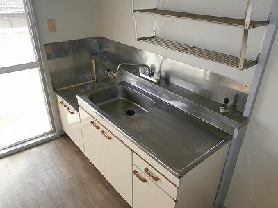 ビラージ・十塚 102号室のキッチン