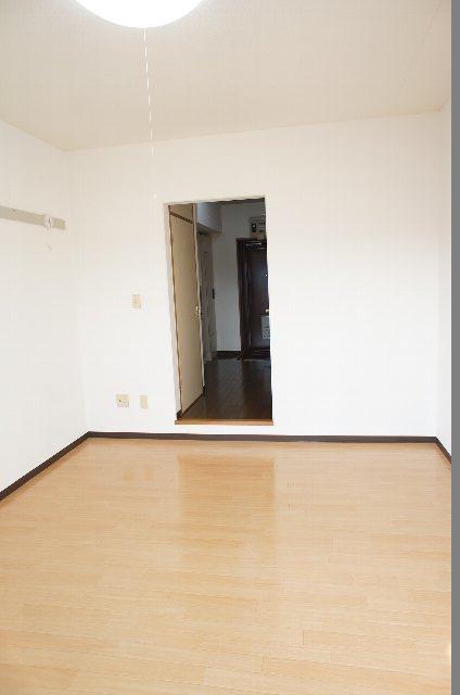 シェルブライト三番館 306号室のリビング