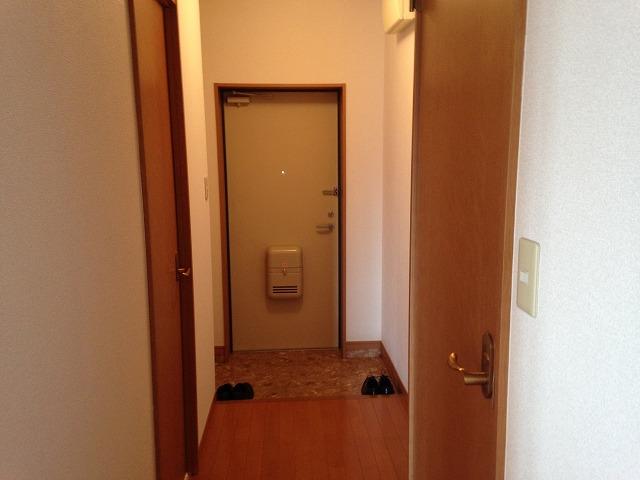リーニエントN 4-B号室の玄関