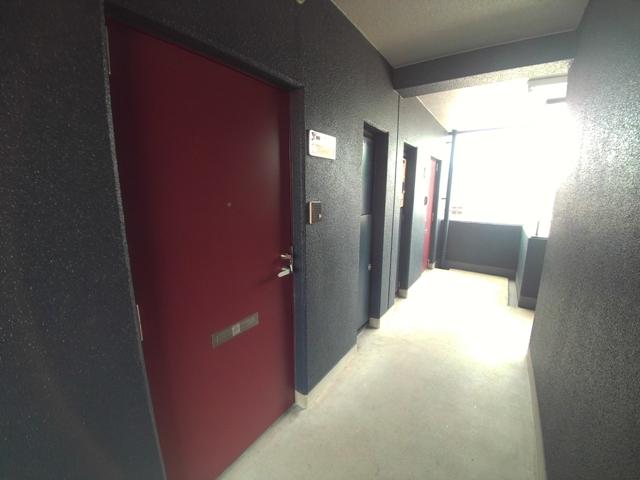 コンフォールまきの 202号室のエントランス