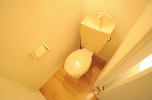 レオパレスシーサイド 201号室のトイレ