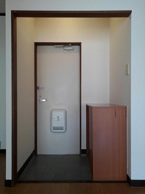 エルディム泉 02010号室の玄関