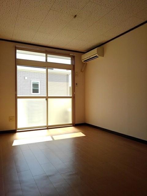 エルディム泉 02010号室のリビング