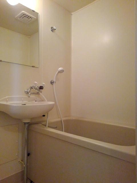エルディム泉 02010号室の風呂