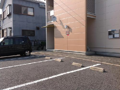 レオパレス筑紫 201号室の駐車場