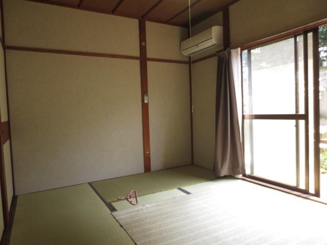 末広荘 203号室の居室