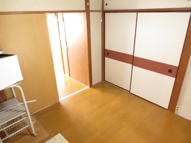 末広荘 203号室のリビング