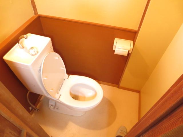 末広荘 203号室のトイレ