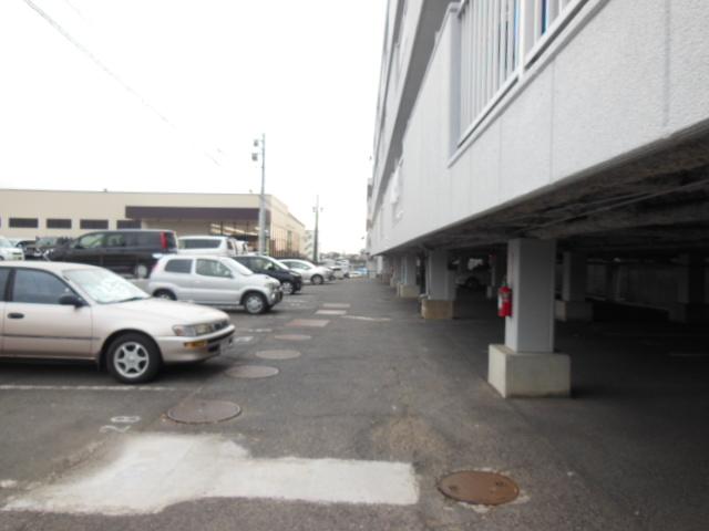 シャンポール三栄前山Ⅱ 105号室の駐車場