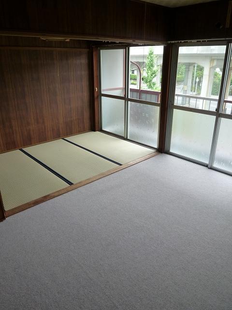 第1マンション龍 202号室のリビング
