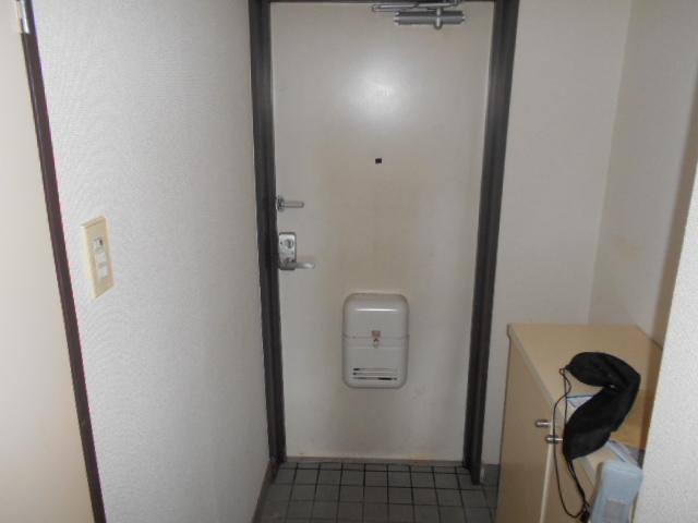 ウエストヒルズ斉藤 301号室の玄関