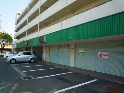 三宅ビル 402号室の駐車場
