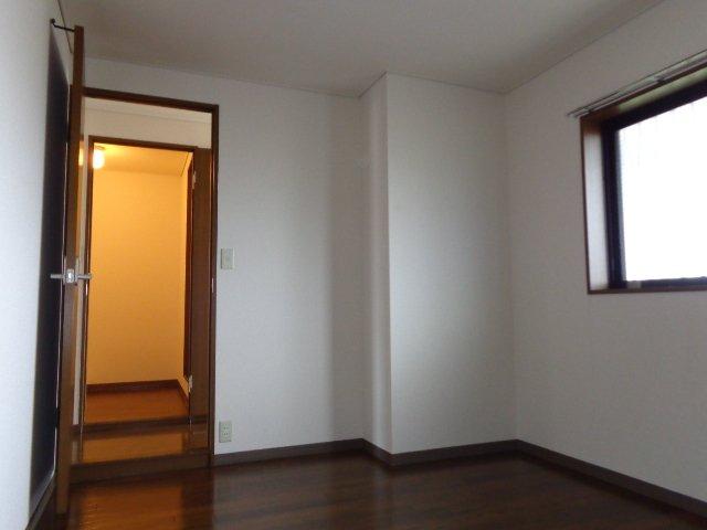 サンタプレイス岡崎 301号室のエントランス