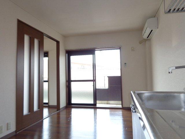 サンタプレイス岡崎 301号室のリビング