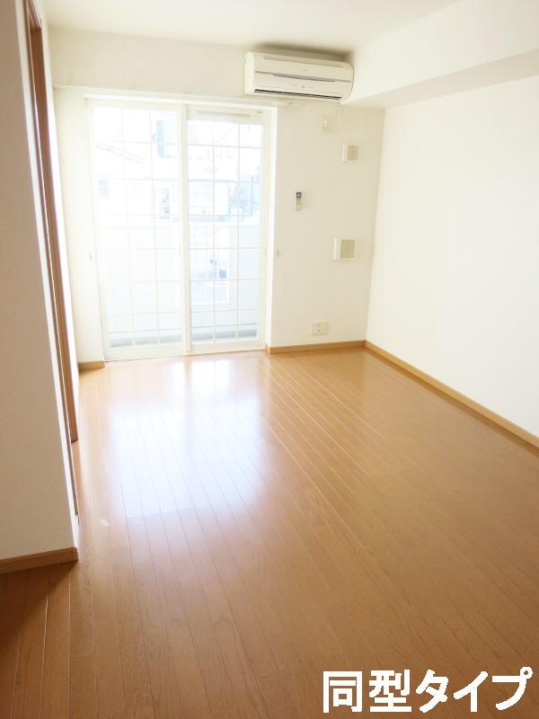 プロムナード壱番館 01010号室のリビング