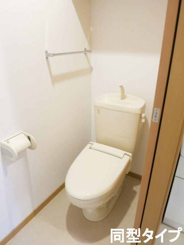 プロムナード壱番館 01010号室のトイレ