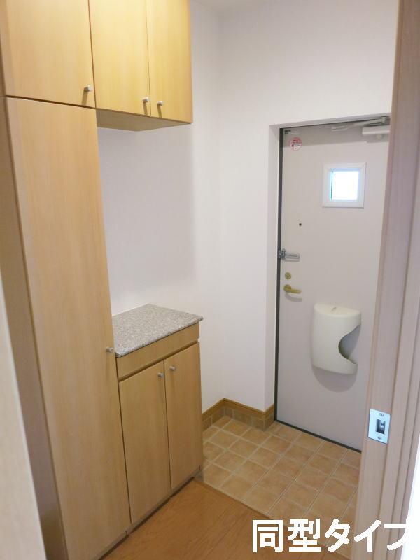 プロムナード壱番館 01010号室の玄関