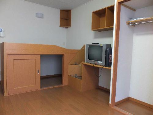 レオパレスグリーンサイド 105号室の居室