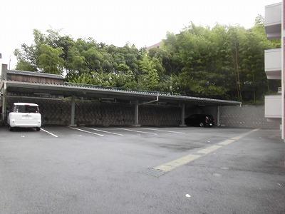 ゼフィール大清水 102号室の駐車場
