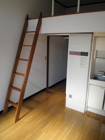 リード豊田 208号室の居室