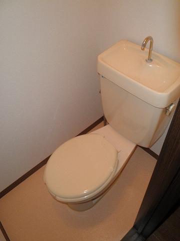 メゾン青山 205号室のトイレ