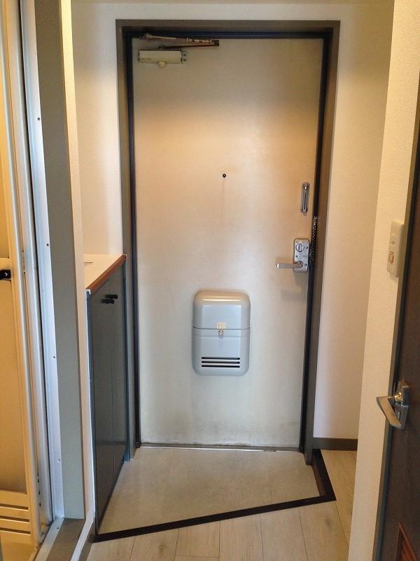 ルック神田 302号室の玄関