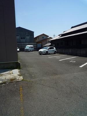 コーポ井川 105号室の駐車場