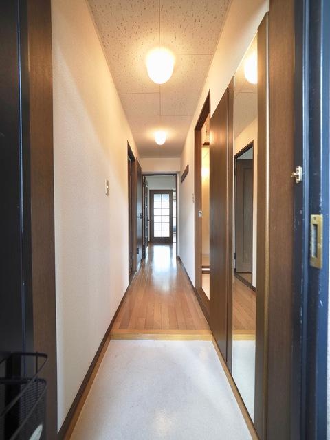 ヒルサイドテラス 302号室の玄関