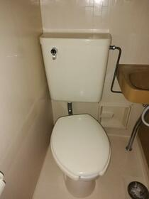 ホワイトビラハヤシ 201号室のトイレ