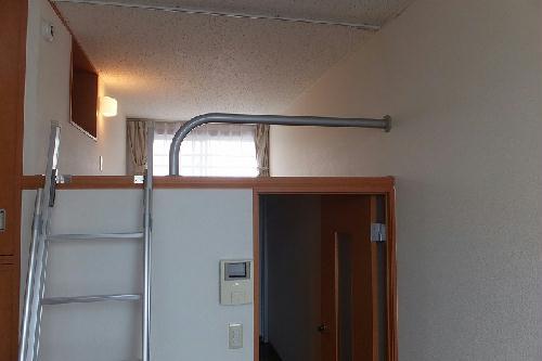 レオパレスヴィクトワール 203号室のリビング