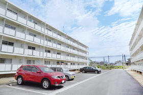 ビレッジハウス小田渕2号棟 0401号室の駐車場