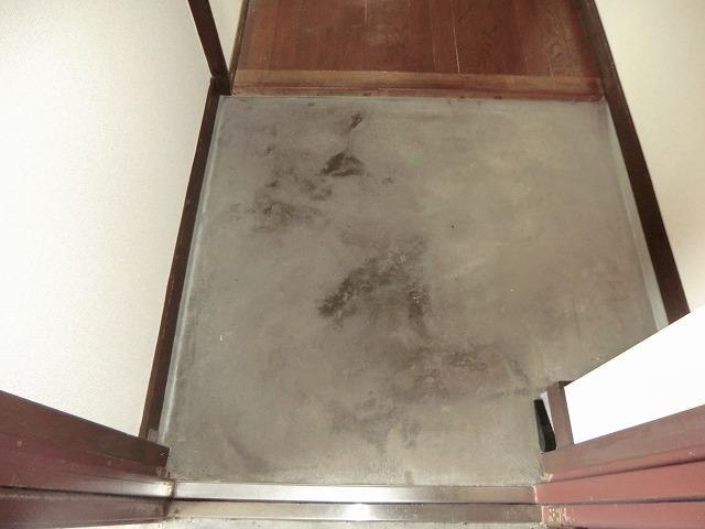 ユートピア東照苑 3-A号室の玄関