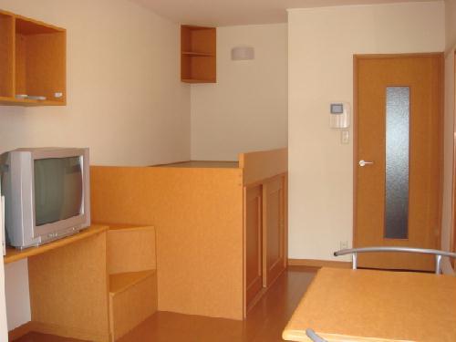 レオパレスアンソレイユ 101号室のリビング