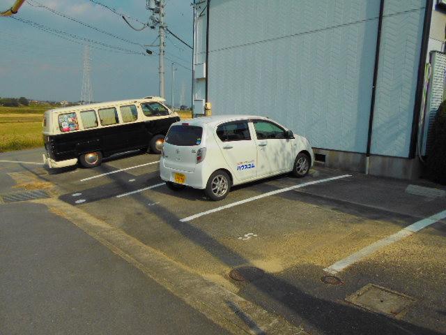 ドミール白沢A 201号室の駐車場