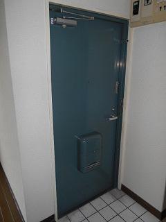 MTビル 401号室の玄関