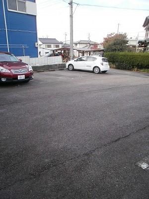 ボヌール新町 105号室の駐車場