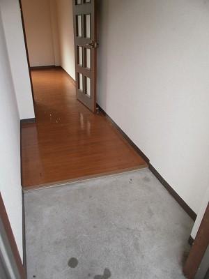 ボヌール新町 105号室の玄関