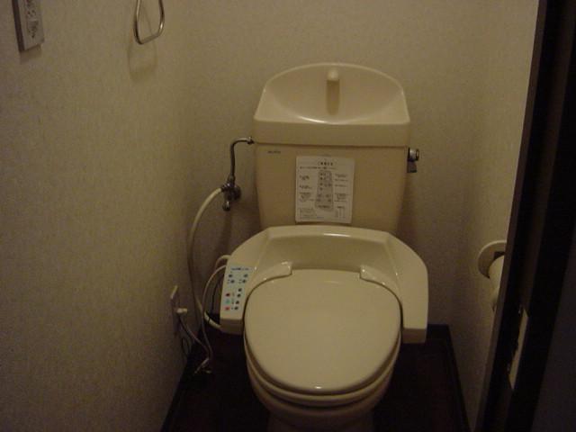 インペリアルコート岡田 202号室のトイレ