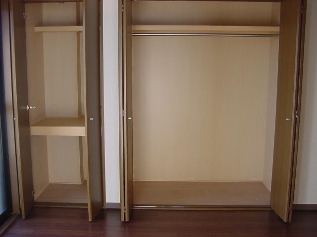 インペリアルコート岡田 202号室の収納