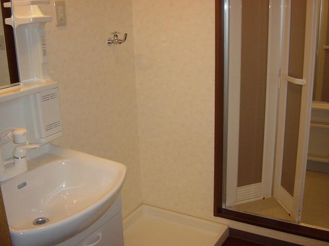インペリアルコート岡田 202号室の洗面所