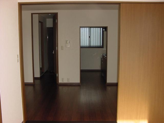 インペリアルコート岡田 202号室のリビング