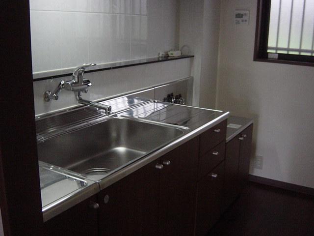 インペリアルコート岡田 202号室のキッチン
