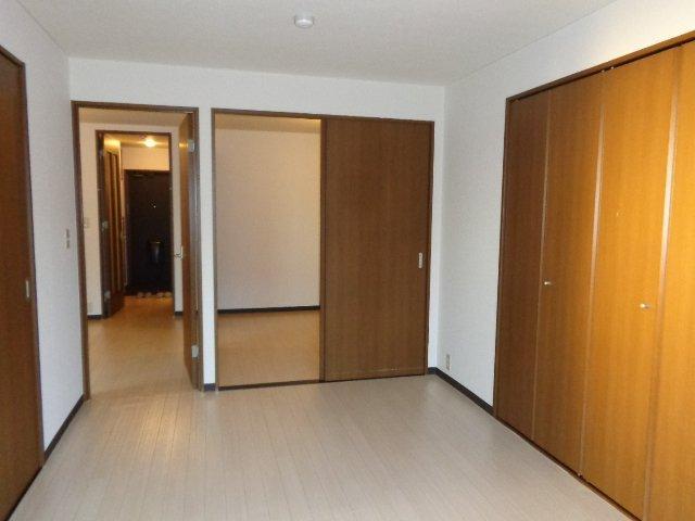 インペリアルコート岡田 202号室の居室