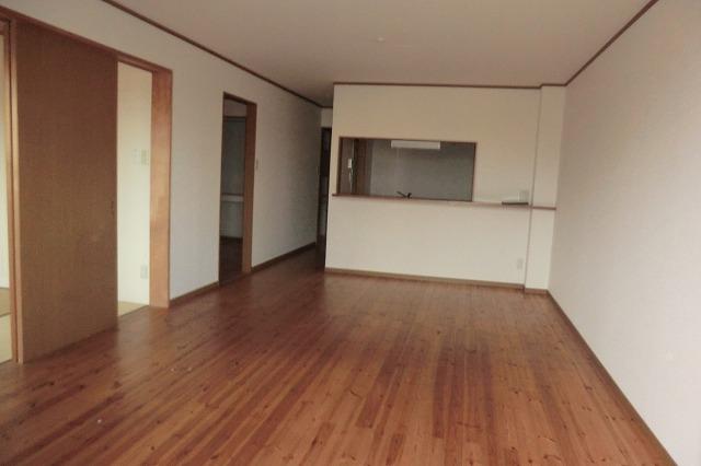 和泉乃郷参番館 203号室のリビング