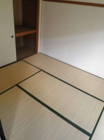 パープルマンション 202号室のリビング