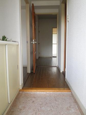 パープルマンション 202号室の玄関