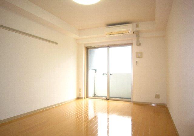らふぃね壱番館 102号室の居室