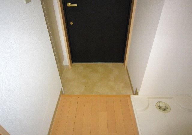 らふぃね壱番館 102号室の玄関