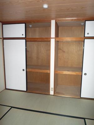 サンシャインウネベ 302号室の収納